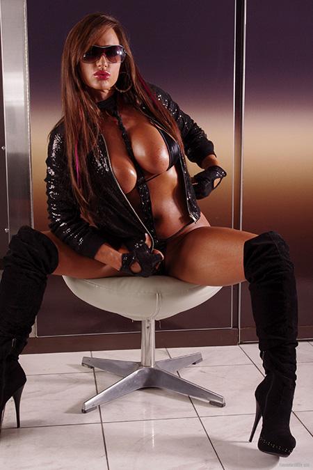 Female Hard Body - Nikki Jackson