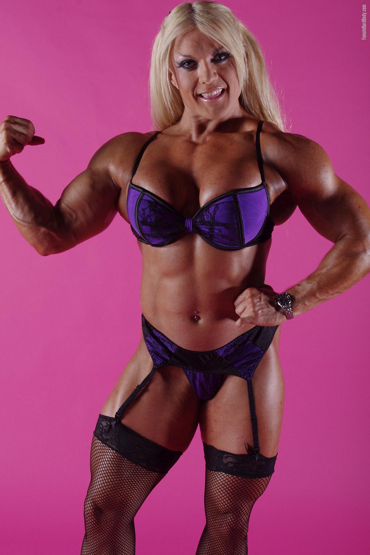 Female Hard Body - Lisa Cross stripping out of a sexy bikini